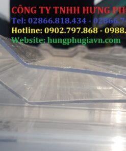 Tấm tôn lấy sáng Polycarbonate trong kính dày 2mm