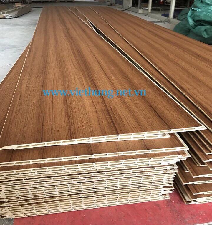 Tấm nhựa ốp tường giả gỗ pvc